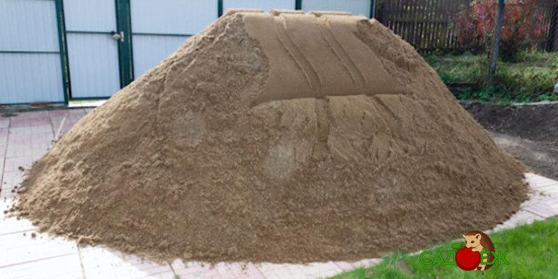 Как использовать песок в огороде?