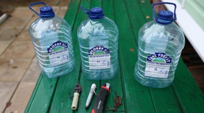 Пластиковые бутылки для защиты бочки