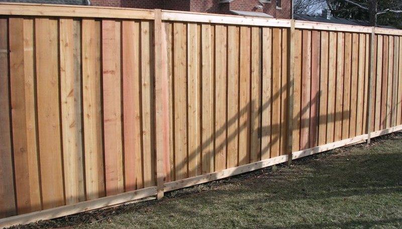 Сплошной забор между участками запрещен