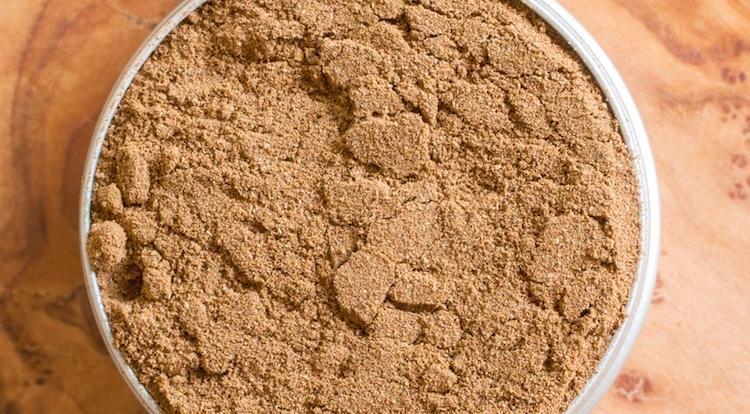 Табачная пыль и перец против муравьев