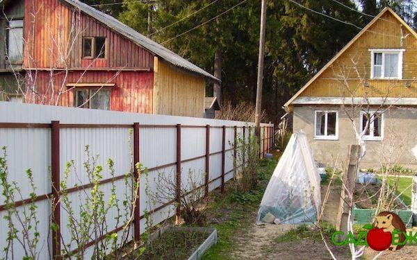 Что делать, если сосед построил дом близко к забору?