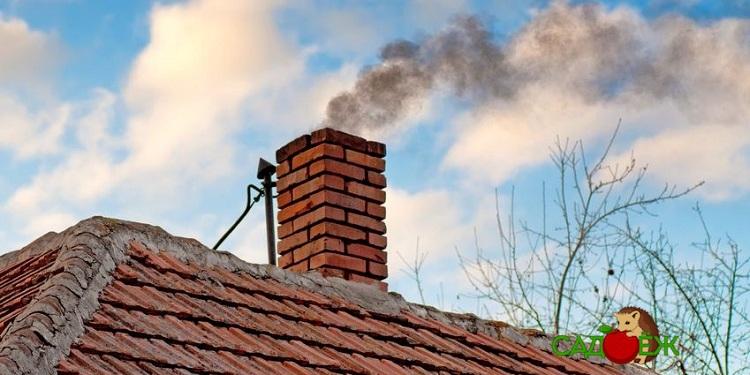Как прочистить дымоход печки от сажи в доме или бане народными средствами?