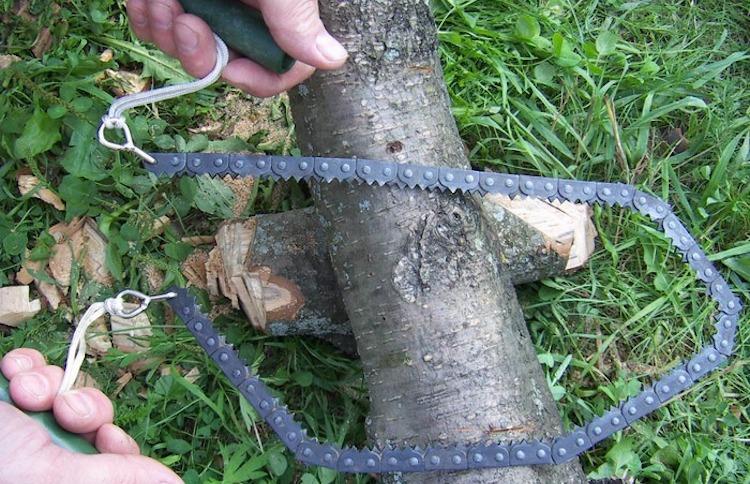 Пила-цепочка для удаления высоких веток на деревьях