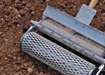 Ручные сеялки для точного высева семян: 7 удобных вариантов